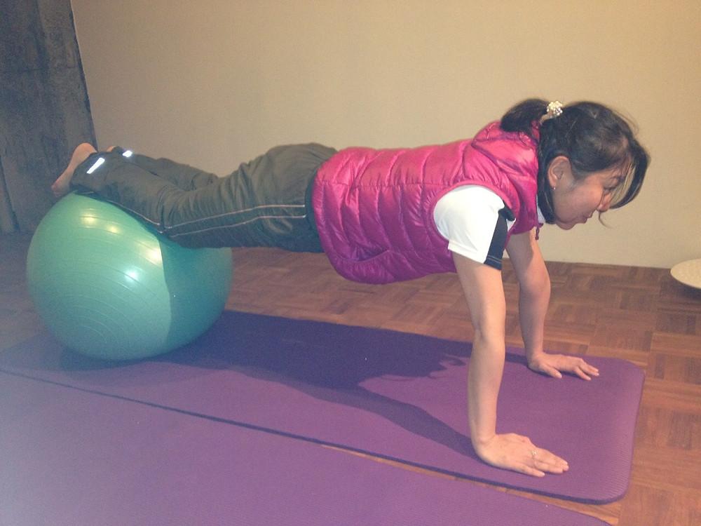体幹を鍛えるのにバランスボールが大活躍!京都五条つくるビルMOVEMENT