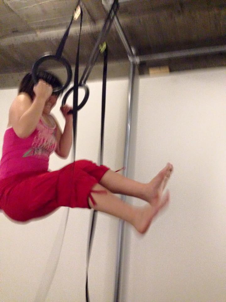 京都のパーソナルトレーニングジムMOVEMENTのつり輪トレーニング