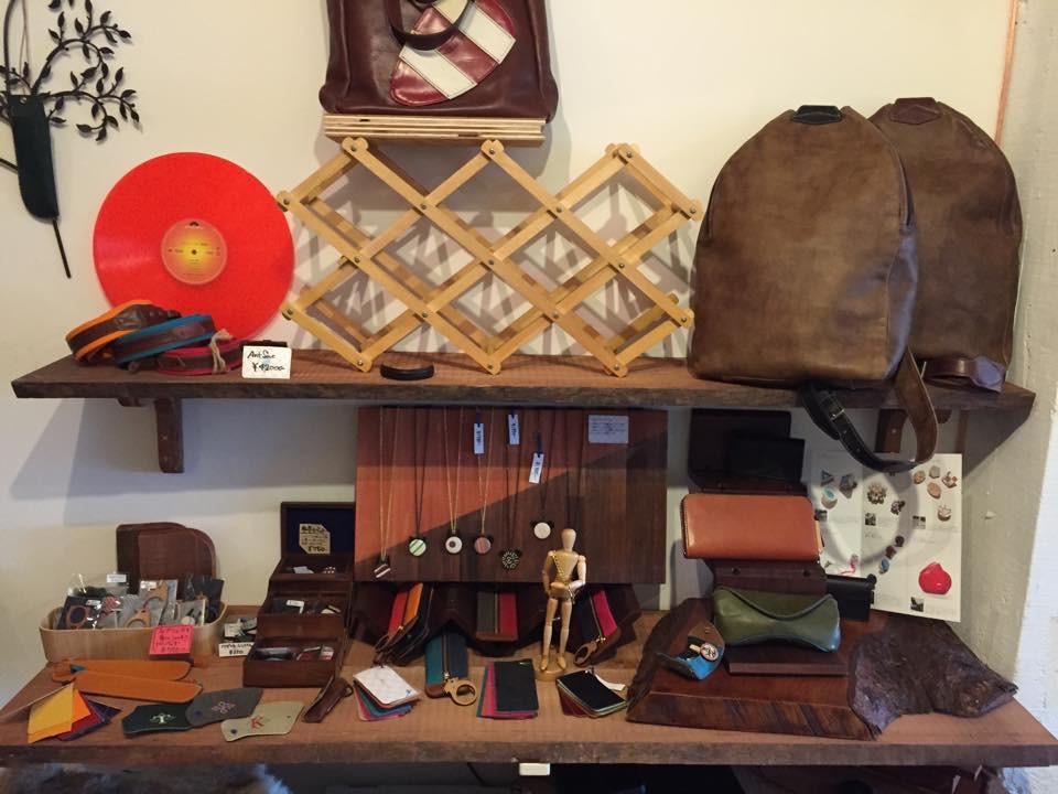つくるビルにあるかわせみ工房さんはかっこいい革製品がたくさん