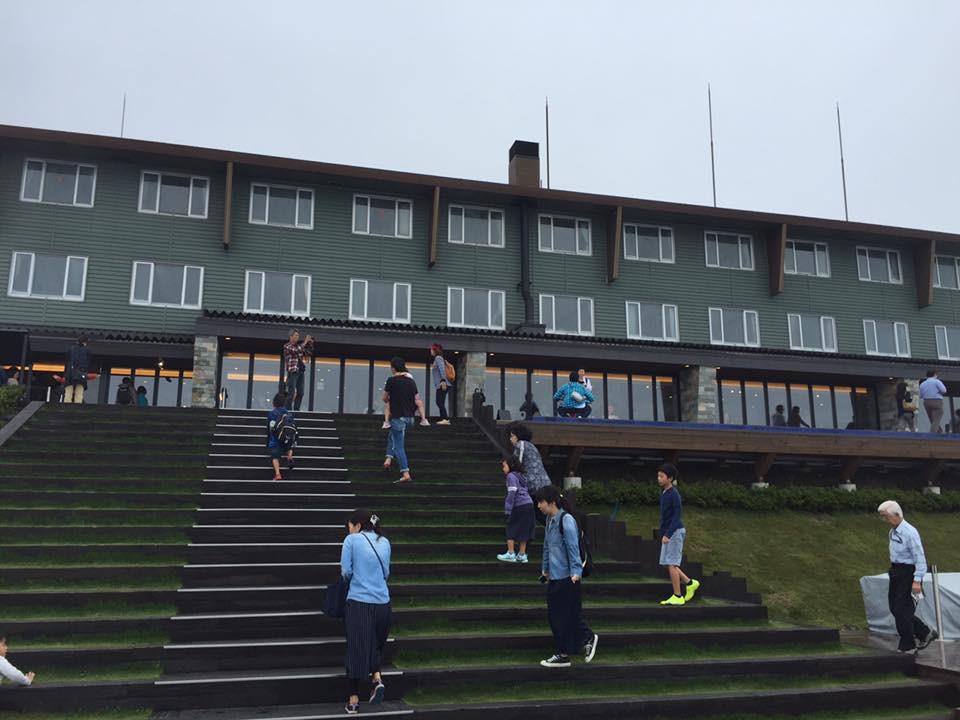 ロープウェイ山頂駅のテラス|京都パーソナルトレーニングジムMOVEMENT