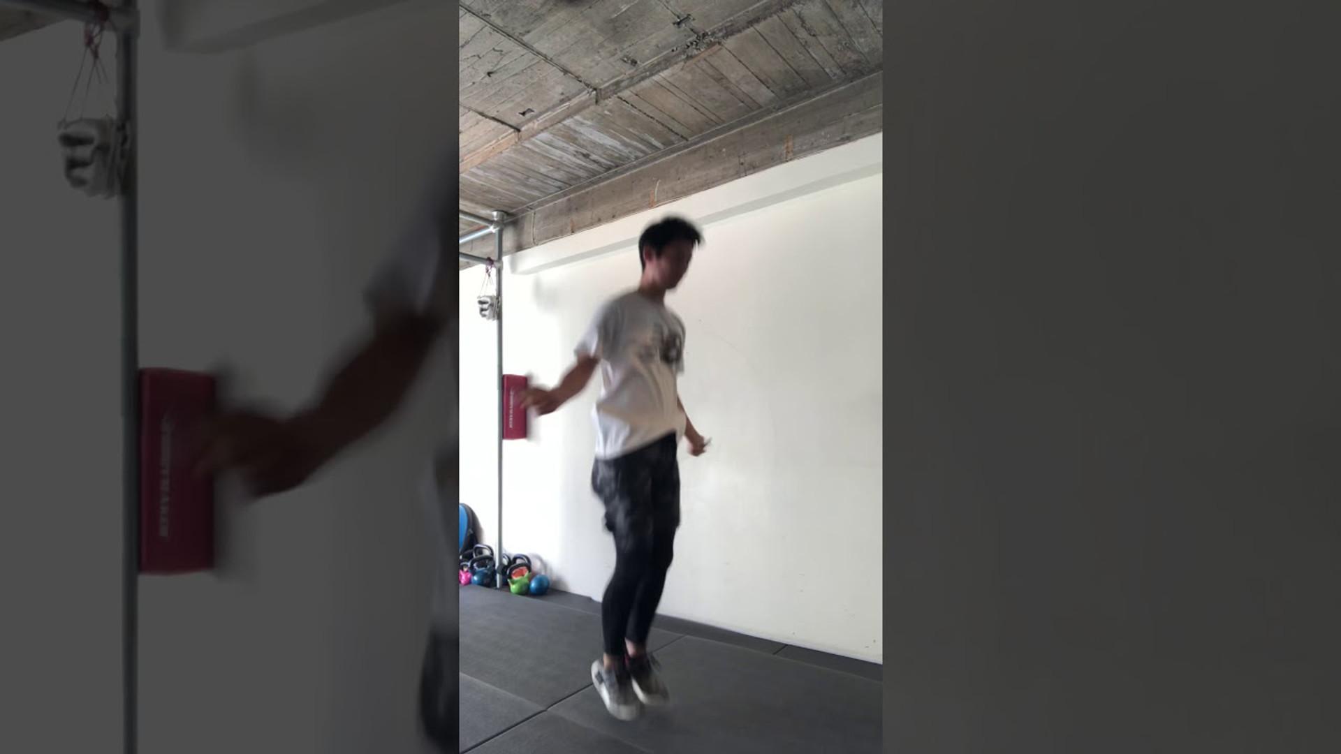 縄跳び ロープジャンプ