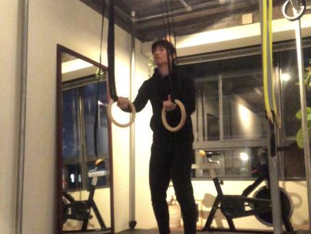 体のバネをターゲットにした吊り輪トレーニングの動画です