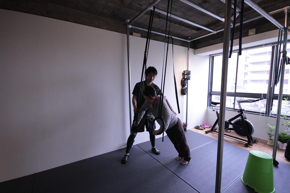 京都 パーソナルトレーニング 吊り輪トレーニング