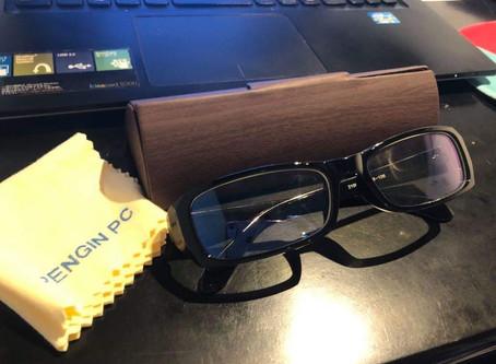 パソコン業務の時はブルーライトカットのメガネが楽ですね。