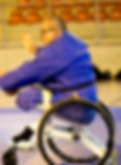 Michel Boudon et son fauteuil adapté à la pratique des arts martiaux