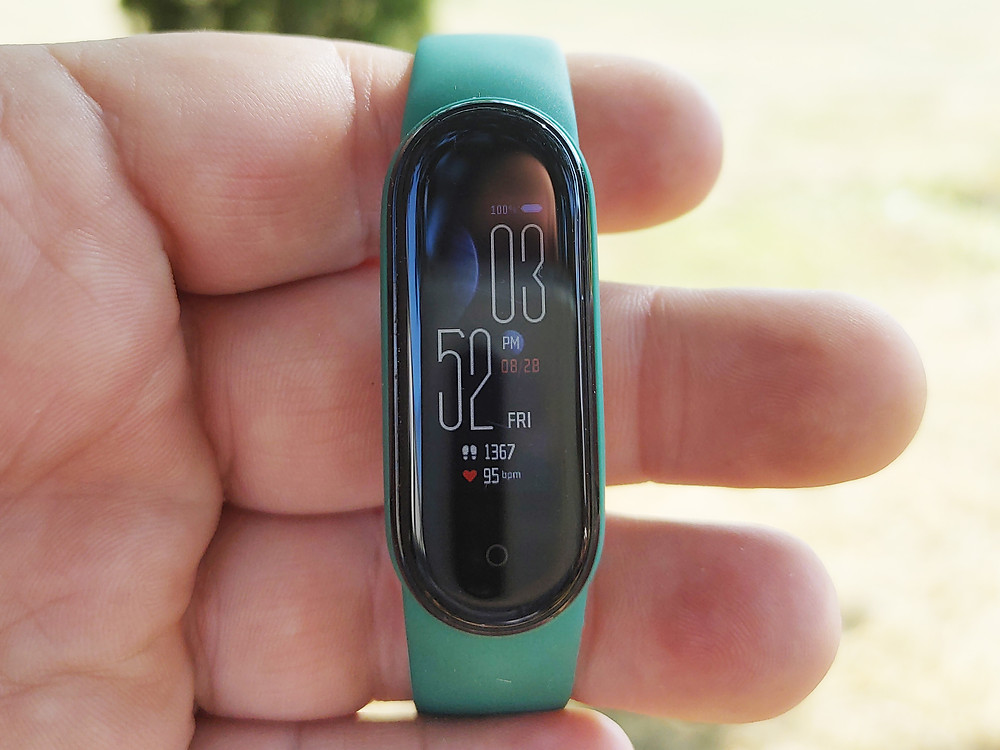 Holding the Xiaomi Mi Band