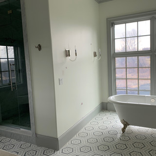 Bathroom w/ Tub