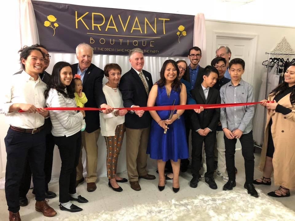 Ribbon cutting at Kravant Boutique