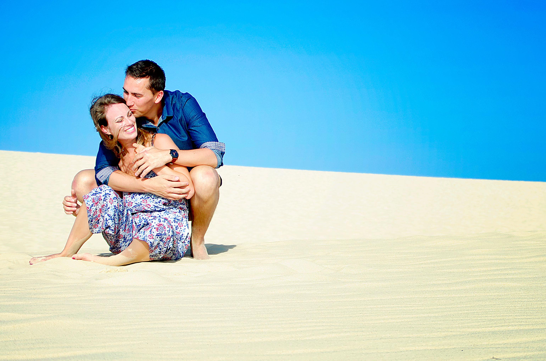 photo de couple sur une dune