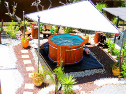 Heated Private Hot Tub / Jacuzzi with Sun Shade
