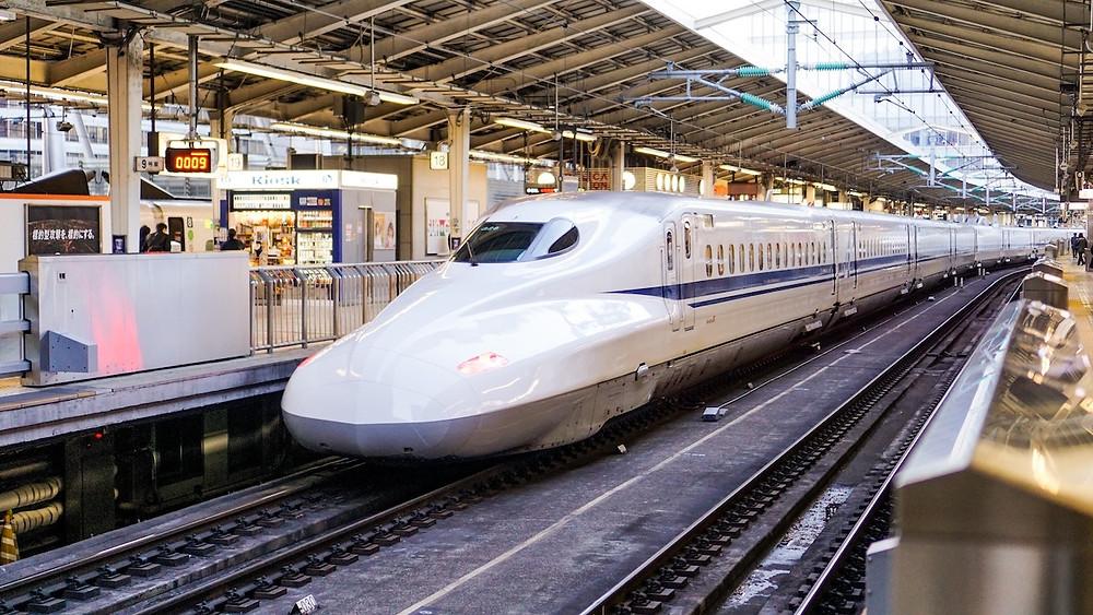 Treno in una stazione di Tokyo