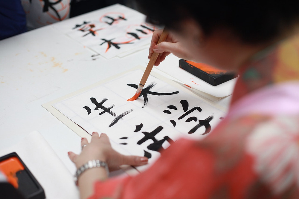 Scrittura dei kanji con il pennello
