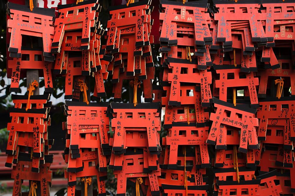 Souvenir dedicati ai Torii per turisti e giapponesi