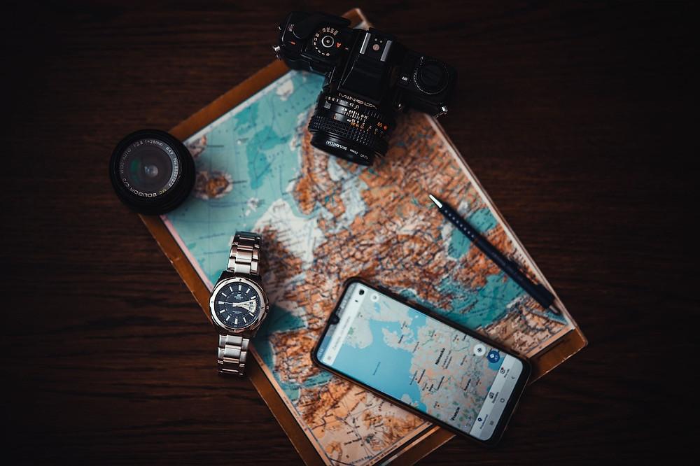 Mappa e cartina, fotocamera e orologo