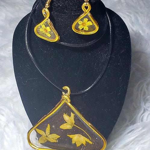 Yellow Flowers Wire Wrap Triangle Set