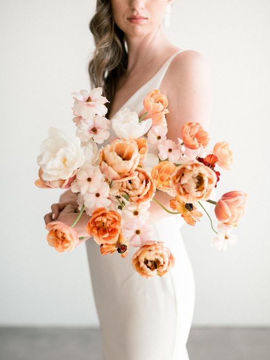 Warm neutral bridal bouquet