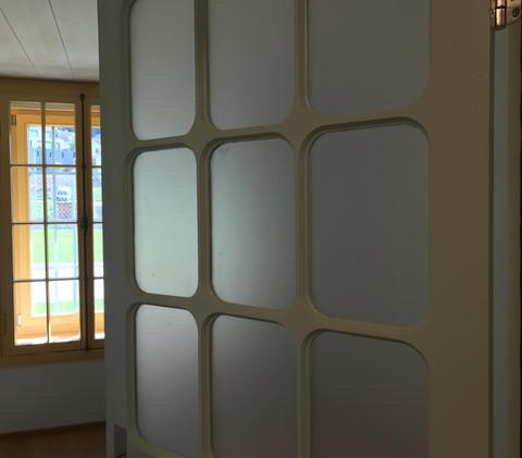 Türe und Fenster aus der Jahrhundert-wende