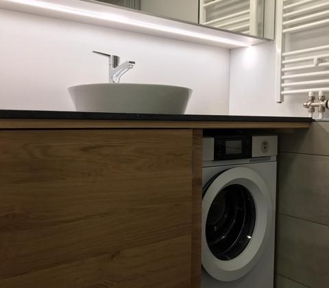 Dusche mit Wasch-maschine und Tumbler