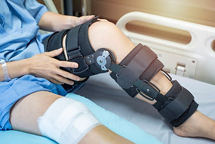 patient-with-bandage-compression-knee-br