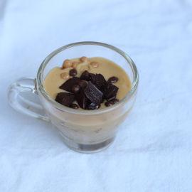 קרם קרמל קפה, עוגת שוקולד עשירה וקראמבל שקדים מלוחים
