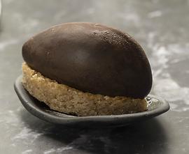 קרמו נוגט ושוקולד חלב, שכבת מרציפן דקיקה גנאש מריר ועוגת אוגזי לוז נימוחה