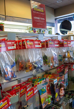 Pre-owned loose action figures