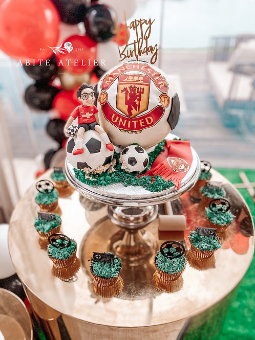 Man United Piñata Cake