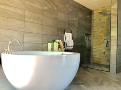 Grand-Amber-Villa-master-suite-1-web