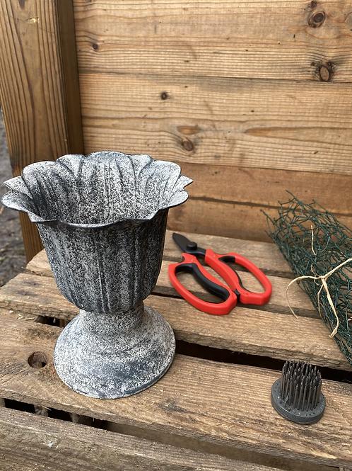 Metal urn (14cm x 12cm)