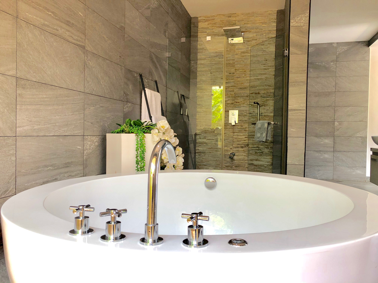 Grand-Amber-Villa-master-suite-1