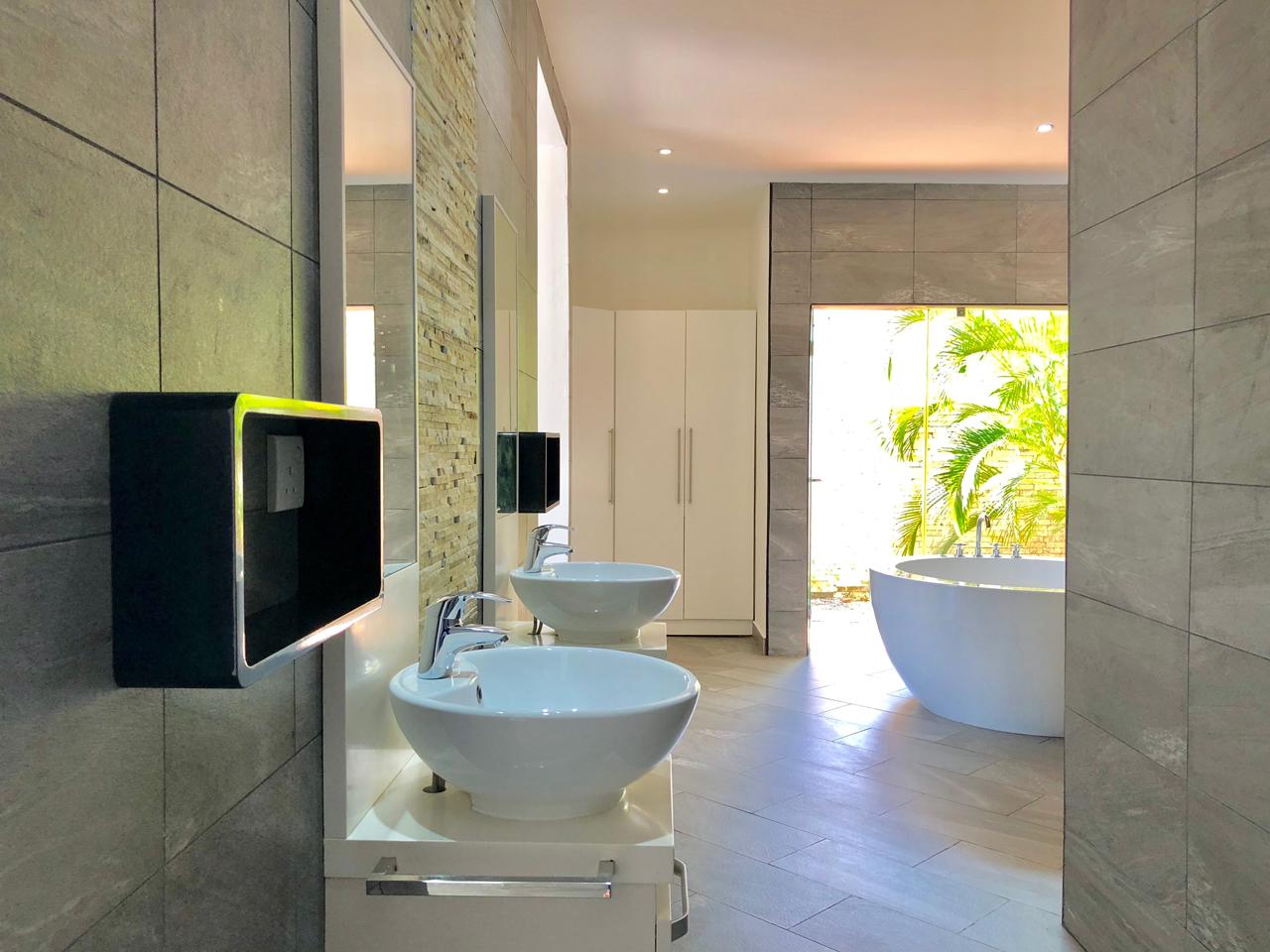 Grand-Amber-Villa-master-suite-3-web