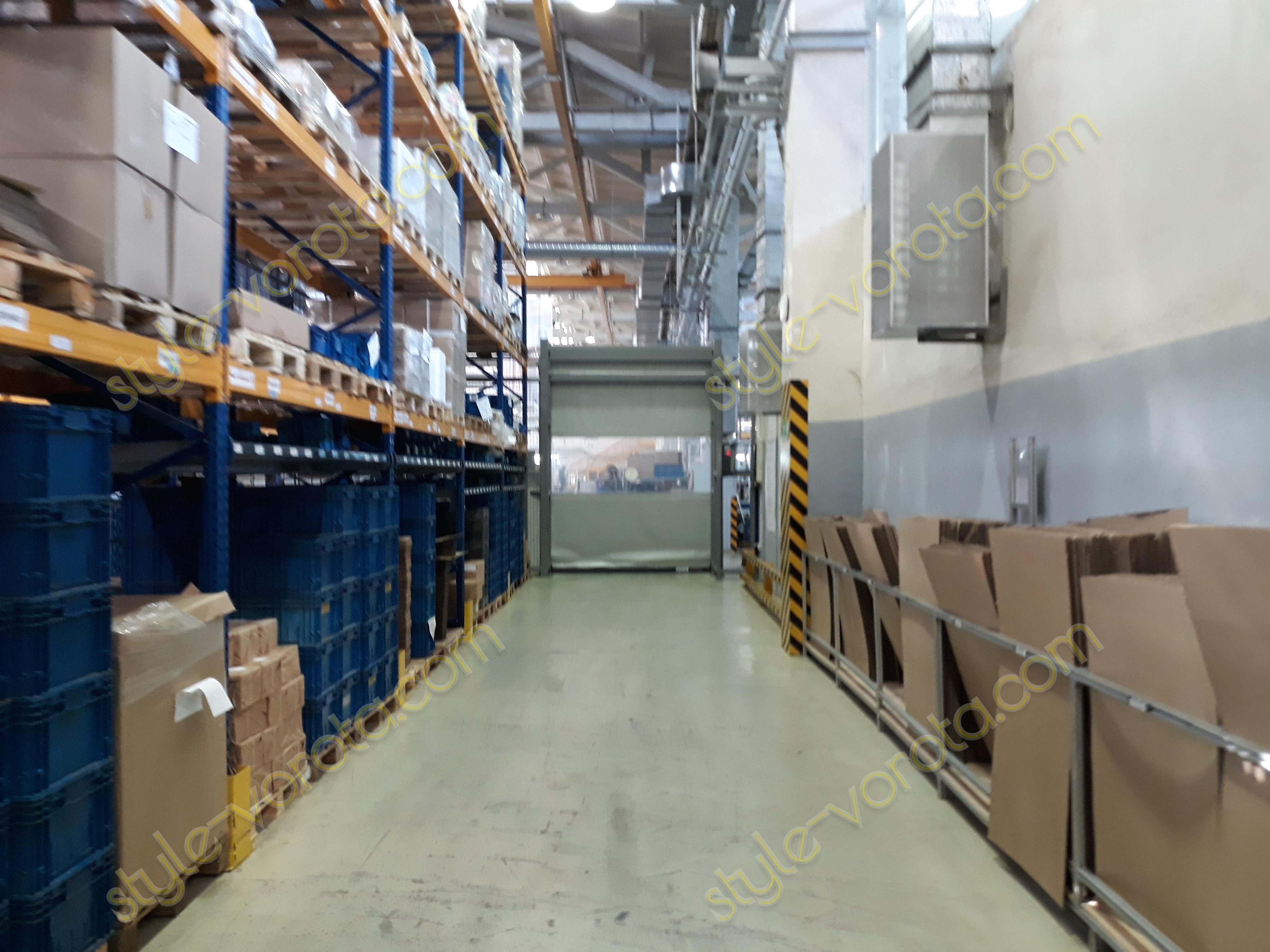 Скоростные ворота на складе