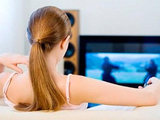 Ver por mucho tiempo la televisión aumenta el riesgo de padecer cáncer de colon