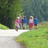 family-outing-421653_640.jpg