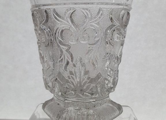Gobelet en cristal moulé.