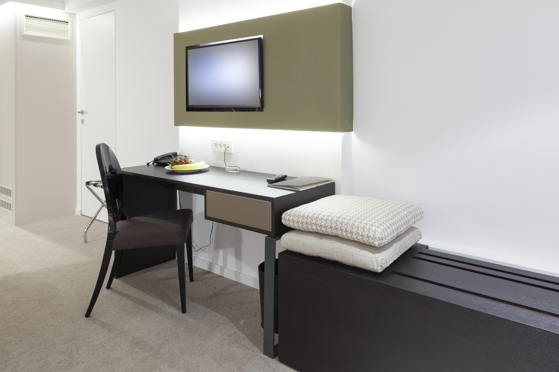 Hotel work desk 3