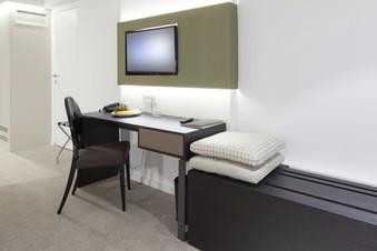 Hotel Schreibtisch 3