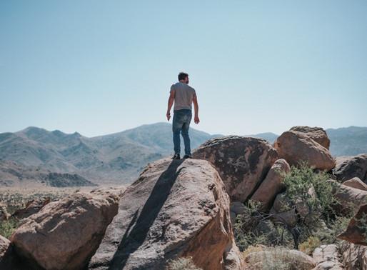 Świadome życie. Dlaczego dopiero podczas wspinaczki na swój drugi szczyt poznasz odpowiedzi.