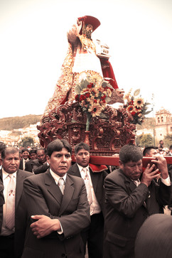 Beatos en Cuzco.jpg