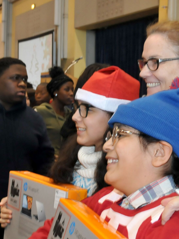 kids with laptop and alderman.PNG