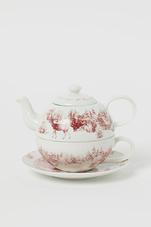 Чайник, чашка и блюдце