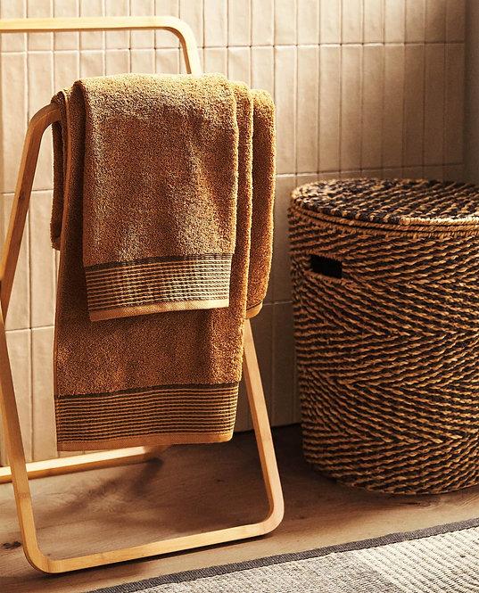 Полотенце с каймой в полоску
