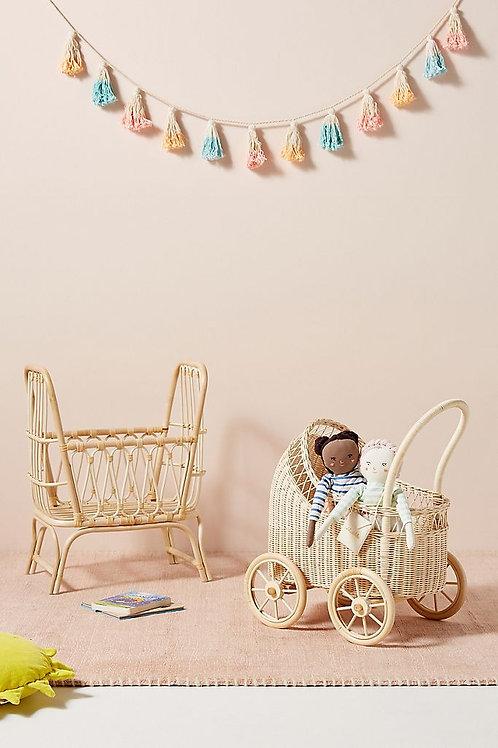 Плетеная кукольная люлька