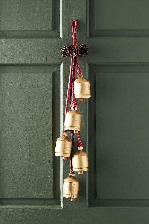 Рождественское украшение для двери с шишками и колокольчиками