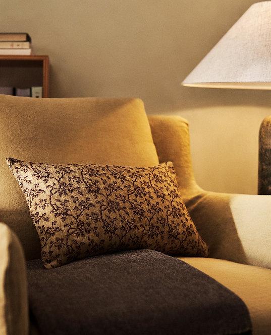 Чехол для декоративной подушки с мелким цветочным принтом