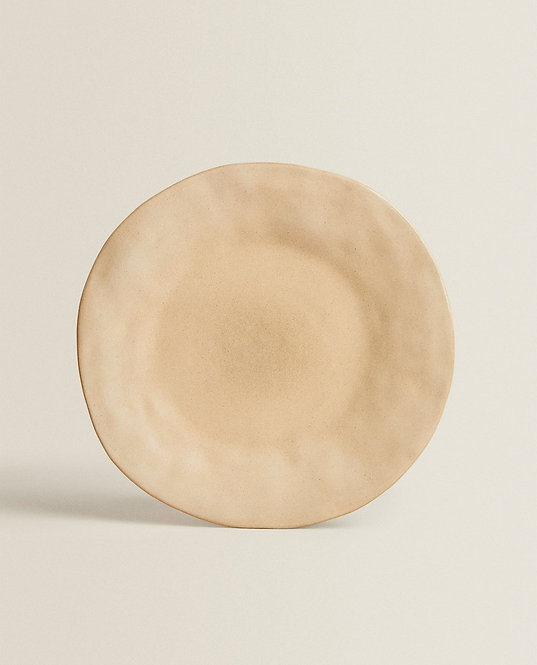 Тарелка из керамики асимметричной формы