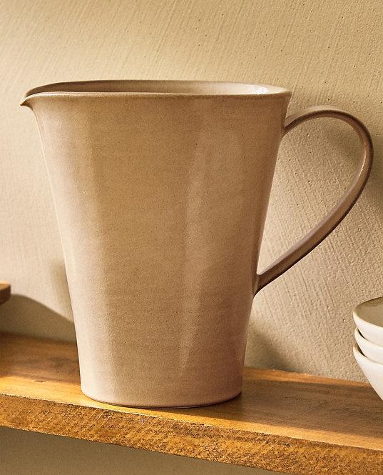 Кувшин из керамики асимметричной формы