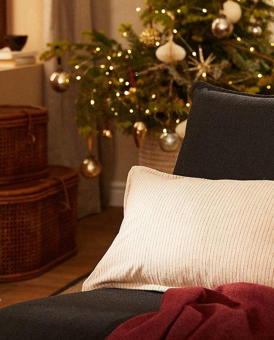 Чехол для декоративной подушки в полоску