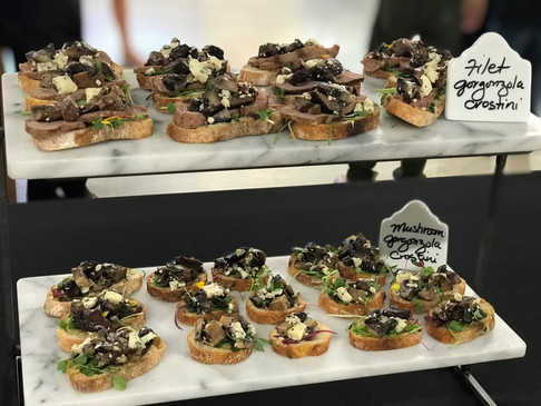 Crostini with and without prime filet