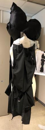 Kostuumontwerp op basis van de/constructie van een herenpak. Begeleiding van Carly Everaert.
